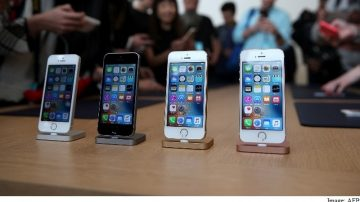 Phones Worth $13,000 Stolen From Apple Store by Teens